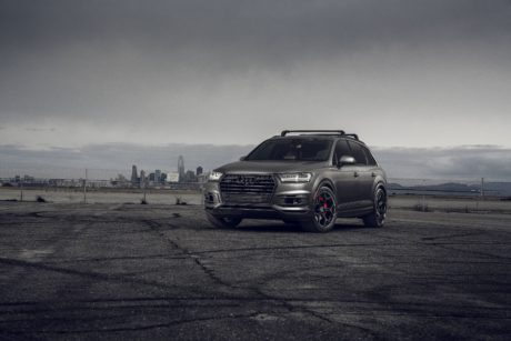 2019 Audi Q7 – New Sports SUV in Dark Gray Colour