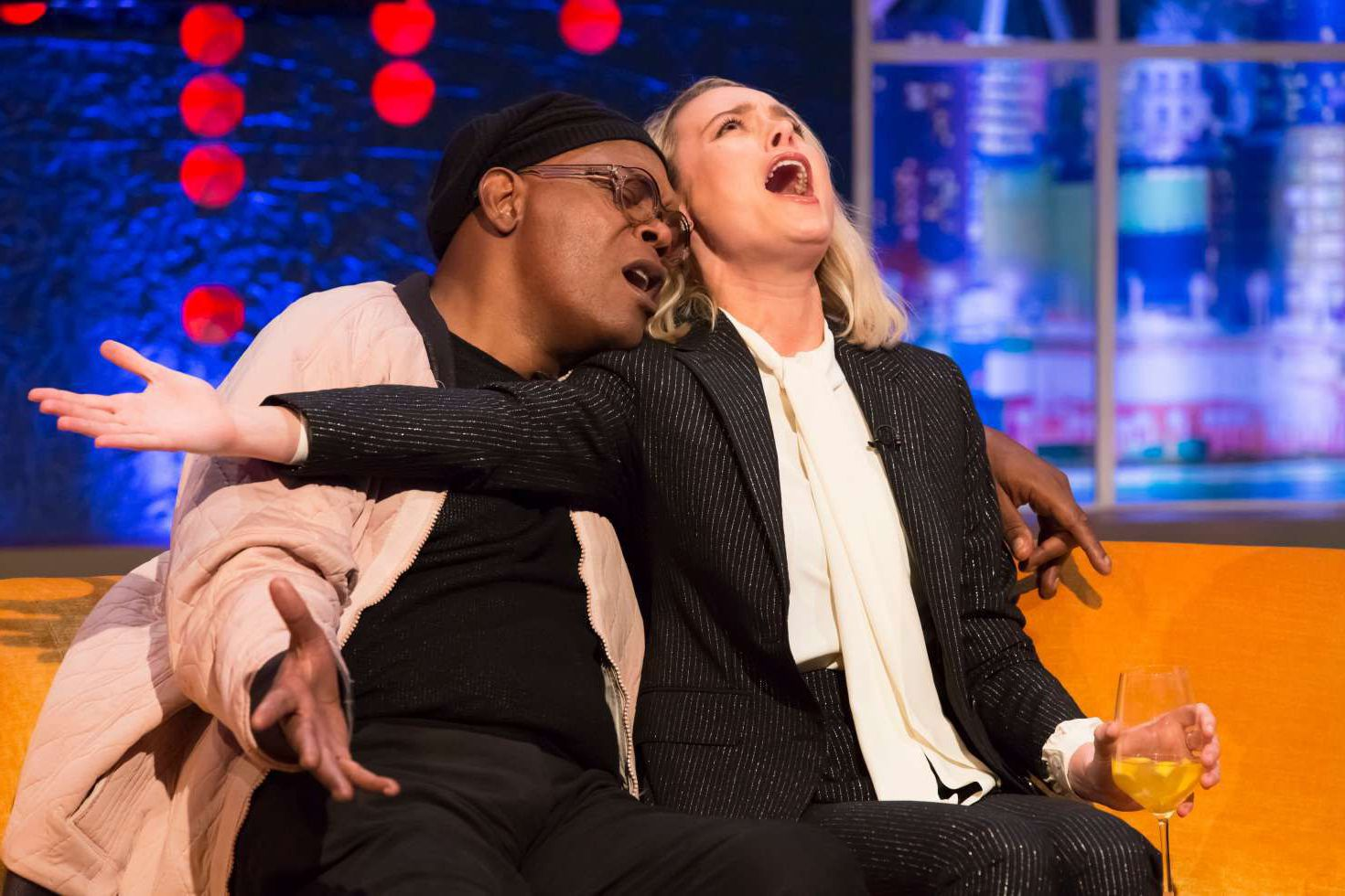 Brie Larson and Jonathan Ross are singin