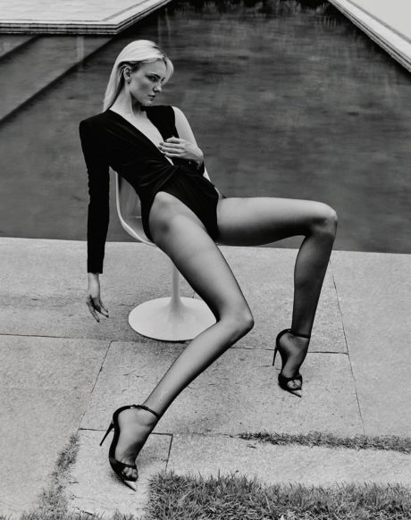 Caroline Trentini, black&white photo