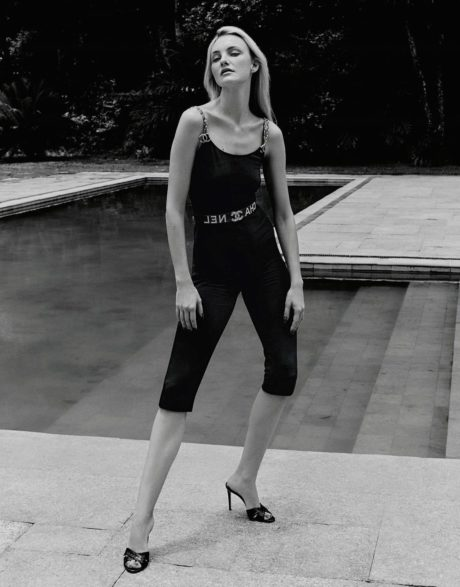Caroline Trentini in black short leggings