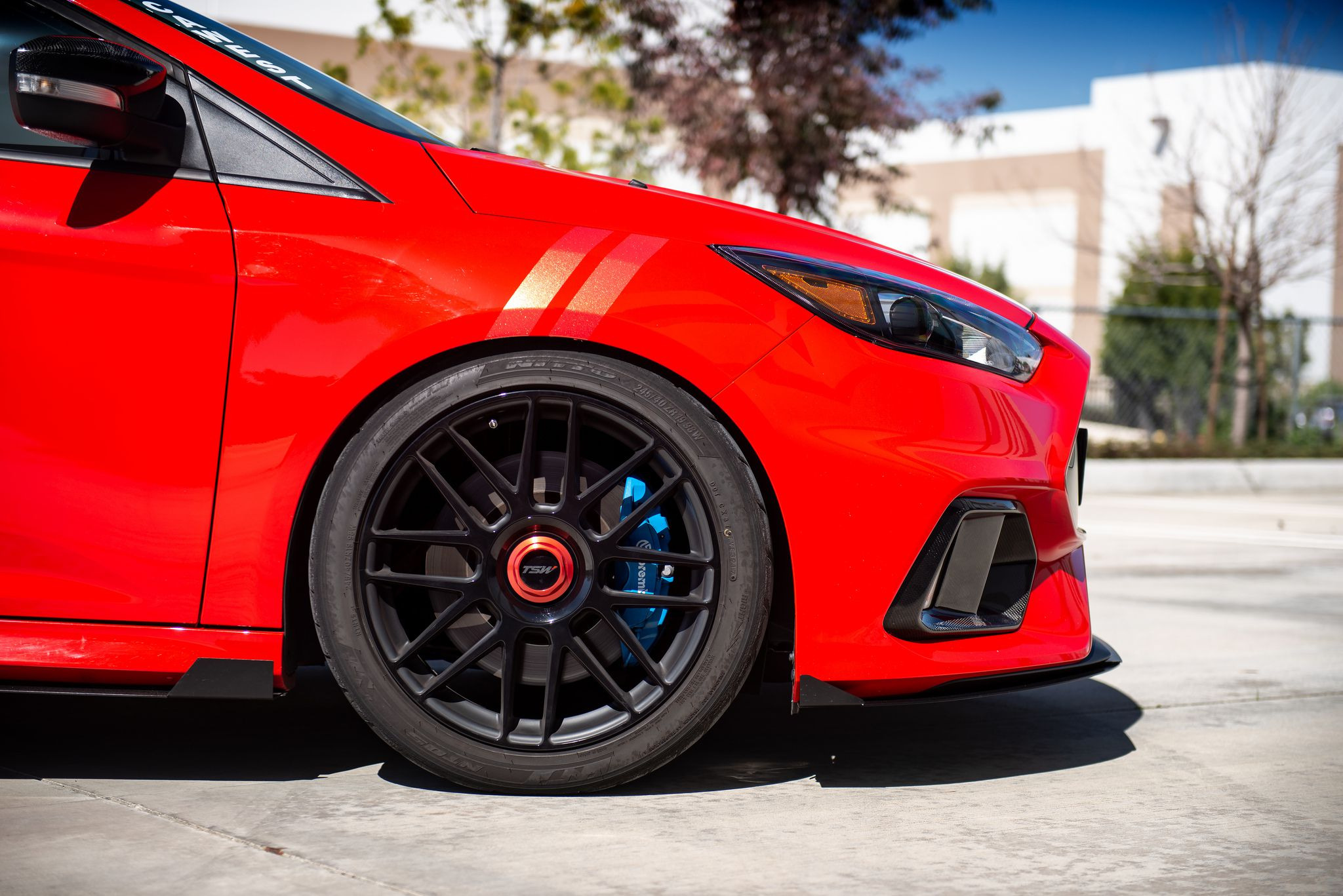 Ford Focus RS MK3, front black wheel