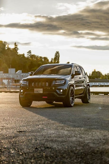 Jeep SRT8 at sun rays