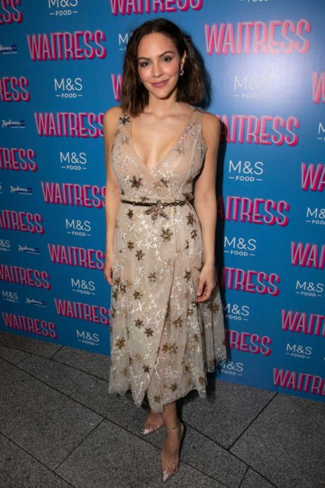 Katharine McPhee in full height at the Musical Press Night, 2019