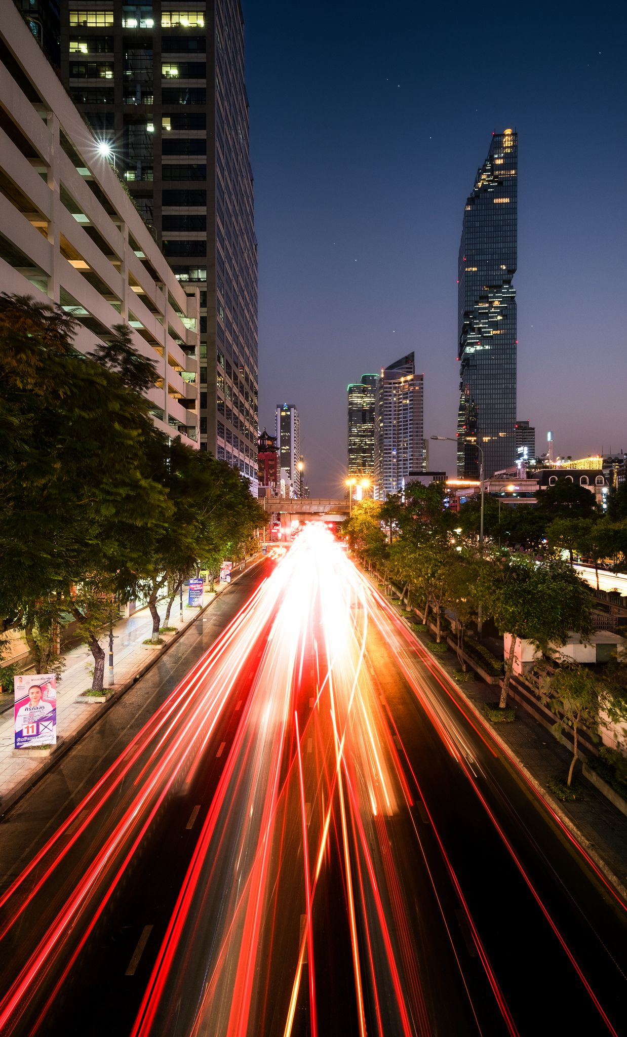 Maha Nakhon Skyscraper, light speed
