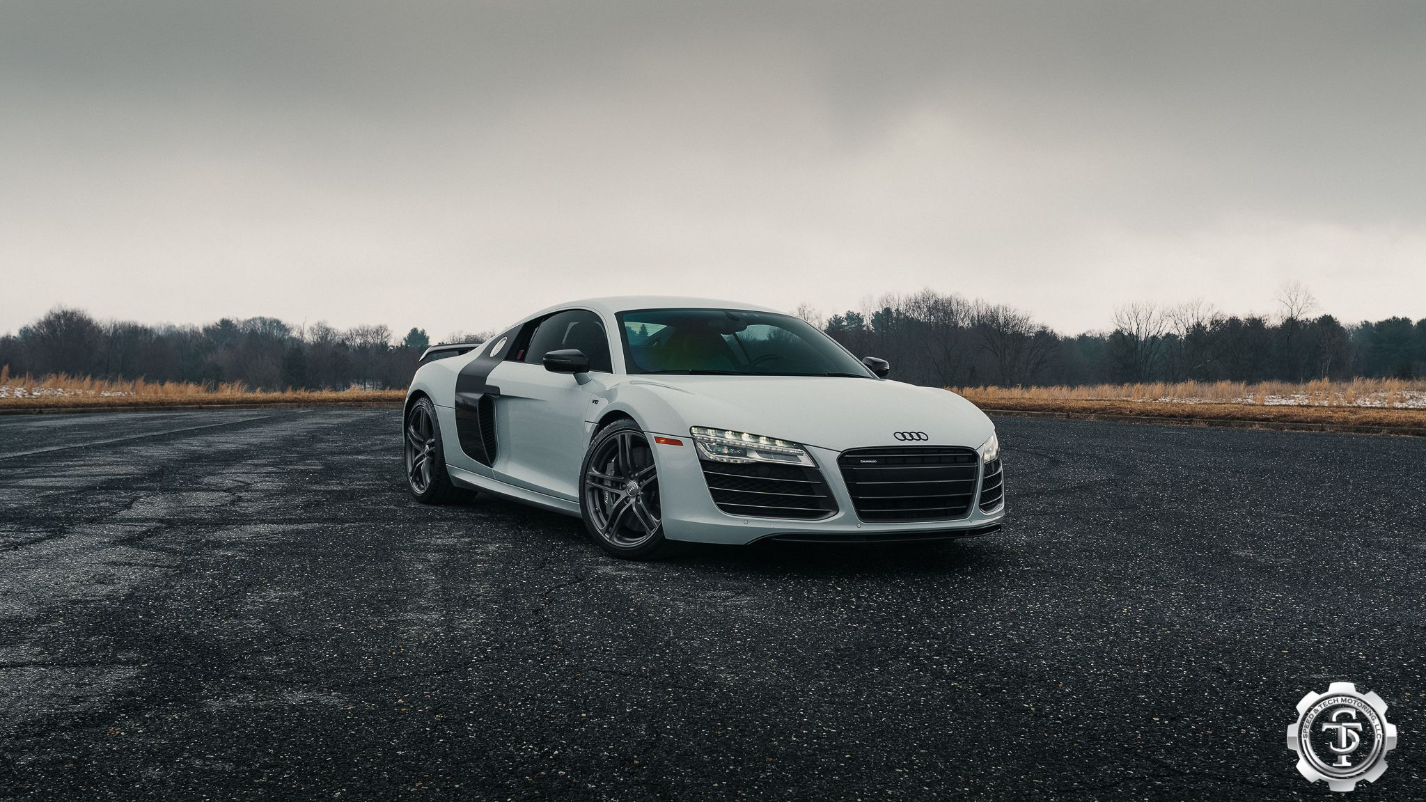 STM R8 at cloudy day