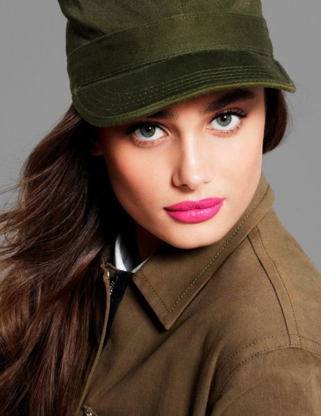 Taylor Hill, pink lips
