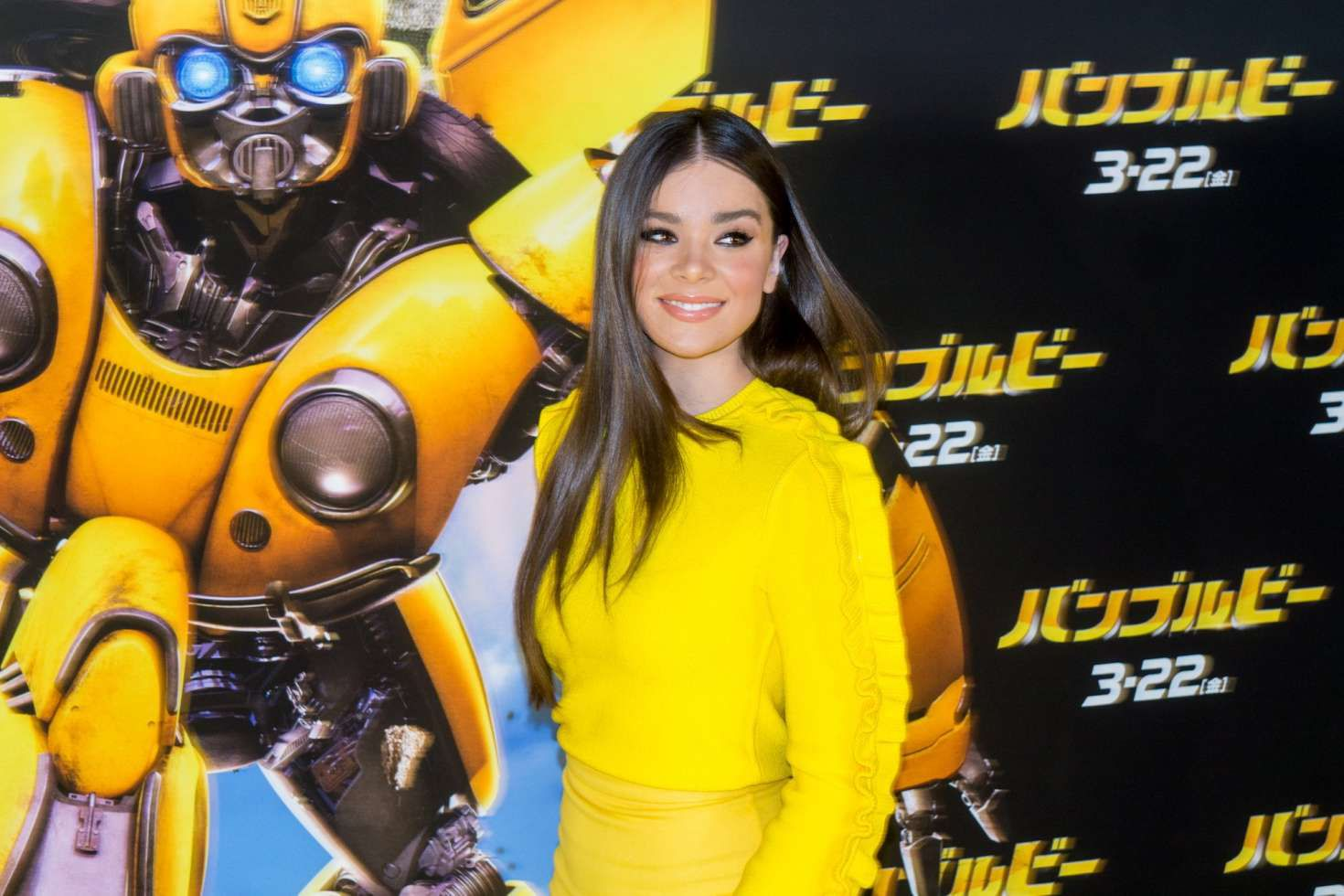 smiles Hailee Steinfeld at the Bumblebee Premiere, 2019
