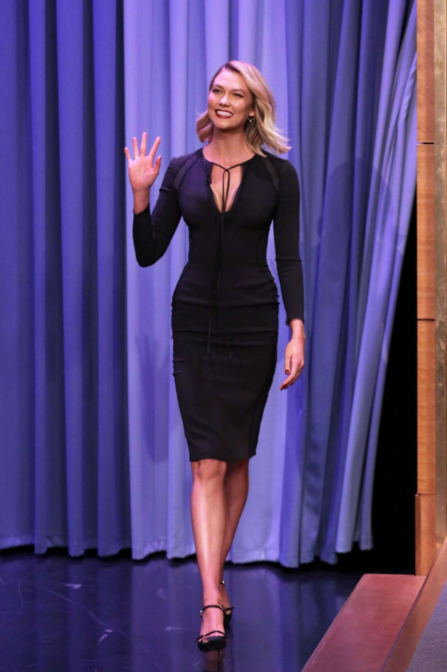 smiles Karlie Kloss greets all at the 'The Tonight Show in New York, 2019