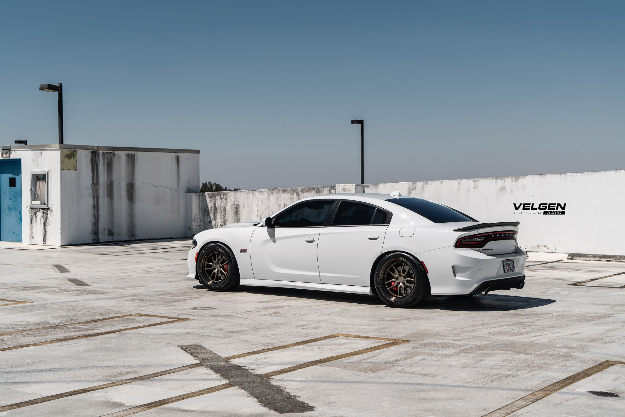 Charger Scatpack on black wheels