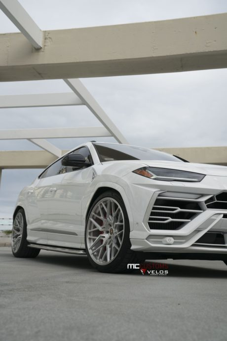 Lamborghini Urus for mobile phones